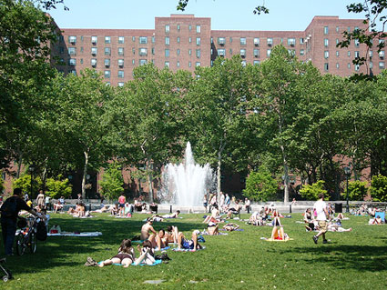 Nyc apartment complexes offer free concerts this summer for Stuyvesant town peter cooper village